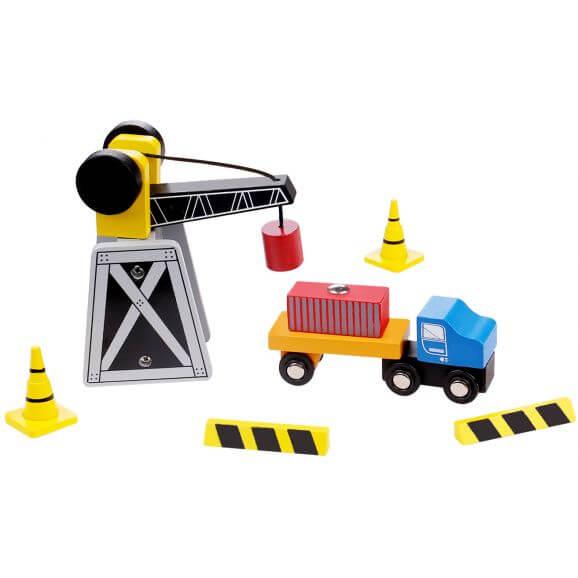 Lyfrtkran och lastbil i trä, för tågbanor, Tooky Toy