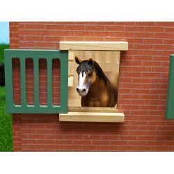 Häststall med 9 st. hästboxar. Kids Globe. Skala 1:32
