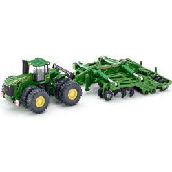 John Deere traktor med kultivator. Siku.